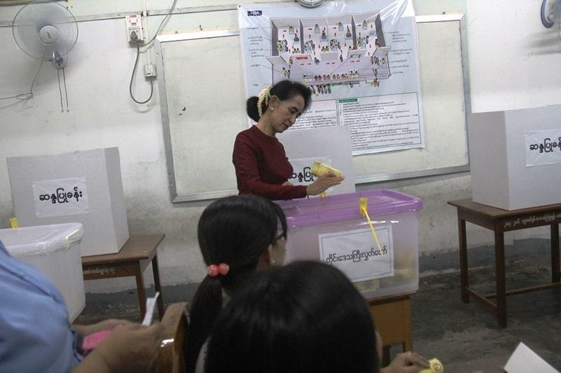 Opposition leader Daw Aung San Suu Kyi has voted in Myanmar's general election. November 8, 2015. (Photo/NLD)
