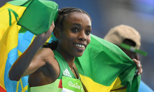 Ethiopia's Almaz Ayana celebrates her victory in the 10,000m Rio Olympics 2016 (Photo/AFP/Getty Images/Johannes Eisele)
