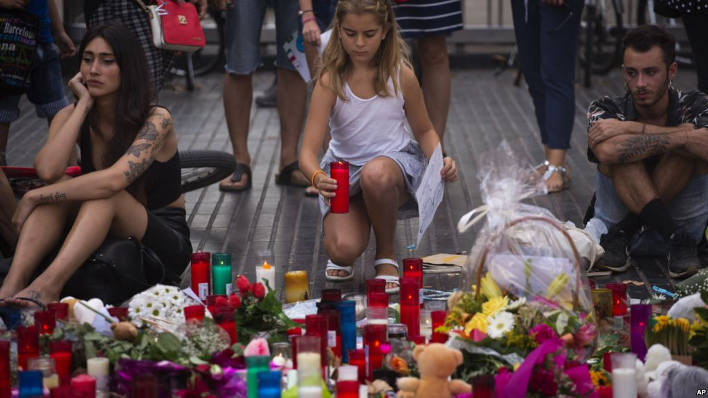 A girl places a candle after a terror attack that killed 14 people and wounded over 120 in Barcelona, Spain, Aug. 20, 2017. (AP)