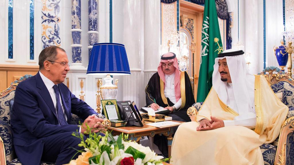 Saudi Arabia's King Salman (R) meets with Russian foreign minister Sergey Lavrov at Al Salam Palace in Jeddah on September 10, 2017. (AP)