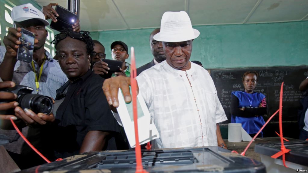 Joseph Nyuma Boakai, Liberia's vice president and presidential candidate of Unity Party , votes at a polling station in Monrovia, Liberia. October 10, 2017. (Reuters)