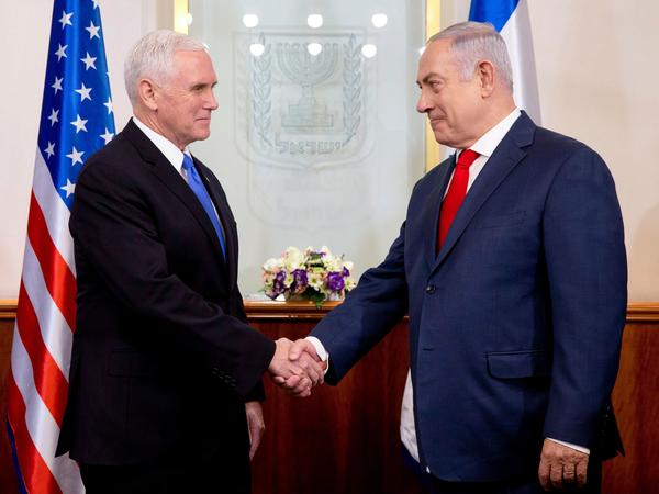 Vice President Pence (left) shakes hands with Israeli Prime Minister Benjamin Netanyahu during their meeting at the prime minister's office in Jerusalem on January 22,2018. (AFP)