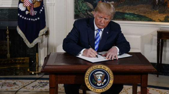 President Donald Trump signs a Presidential Memorandum on the Iran nuclear deal from the Diplomatic Reception Room of the White House, May 8, 2018.(AP)