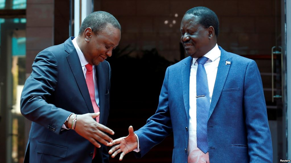 Kenya's President Uhuru Kenyatta, left, and opposition leader Raila Odinga of the National Super Alliance (NASA) coalition shake hands after a joint news conference in Nairobi, March 9, 2018. (Reuters)
