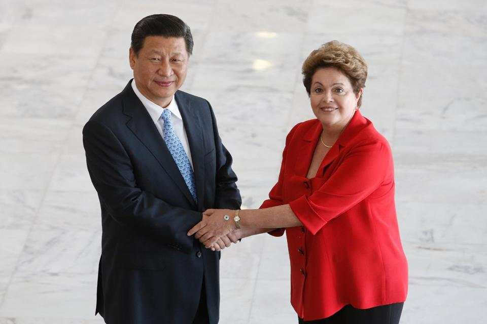 China's President Xi Jinping, left, and Brazil's President Dilma Rousseff  Planalto Presidential Palace, Brazil, July 17, 2014. (AP/Eraldo Peres)
