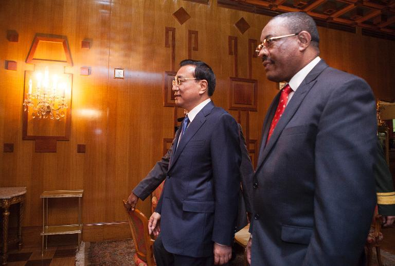 Prime Minister of China Li Keqiang arrives and Ethiopian Prime Minister Hailemariam Desalegn at the Presidential Palace in Addis Ababa, Ethiopia, May 4, 2014 (AFP /Zacharias Abubeker)