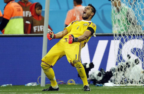 Argentina's goalkeeper Sergio Romero celebrates after he saved shot by Netherlands. July 9, 2014. Brazil. (AP/Frank Augstein)
