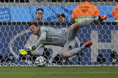 Brazil's goalkeeper Julio Cesar during the 2014 World Cup game between Brazil and Chile at the Mineirao stadium in Belo Horizonte June 28, 2014. (REUTERS)