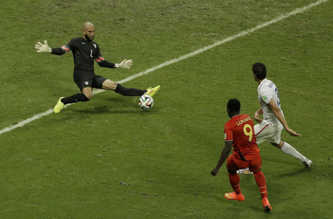 United States' goalkeeper Tim Howard, left, makes a save as Belgium's Romelu Lukaku, front, looks on during the World Cup 2014 soccer match between Belgium and the USA ,Brazil, July 1, 2014. (AP /Themba Hadebe)